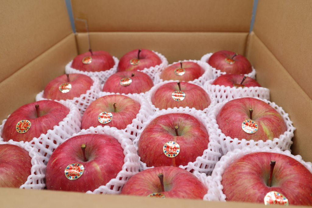 はちのへローカルマーケット12月セレクトフェア「ユートリーりんご即売会」
